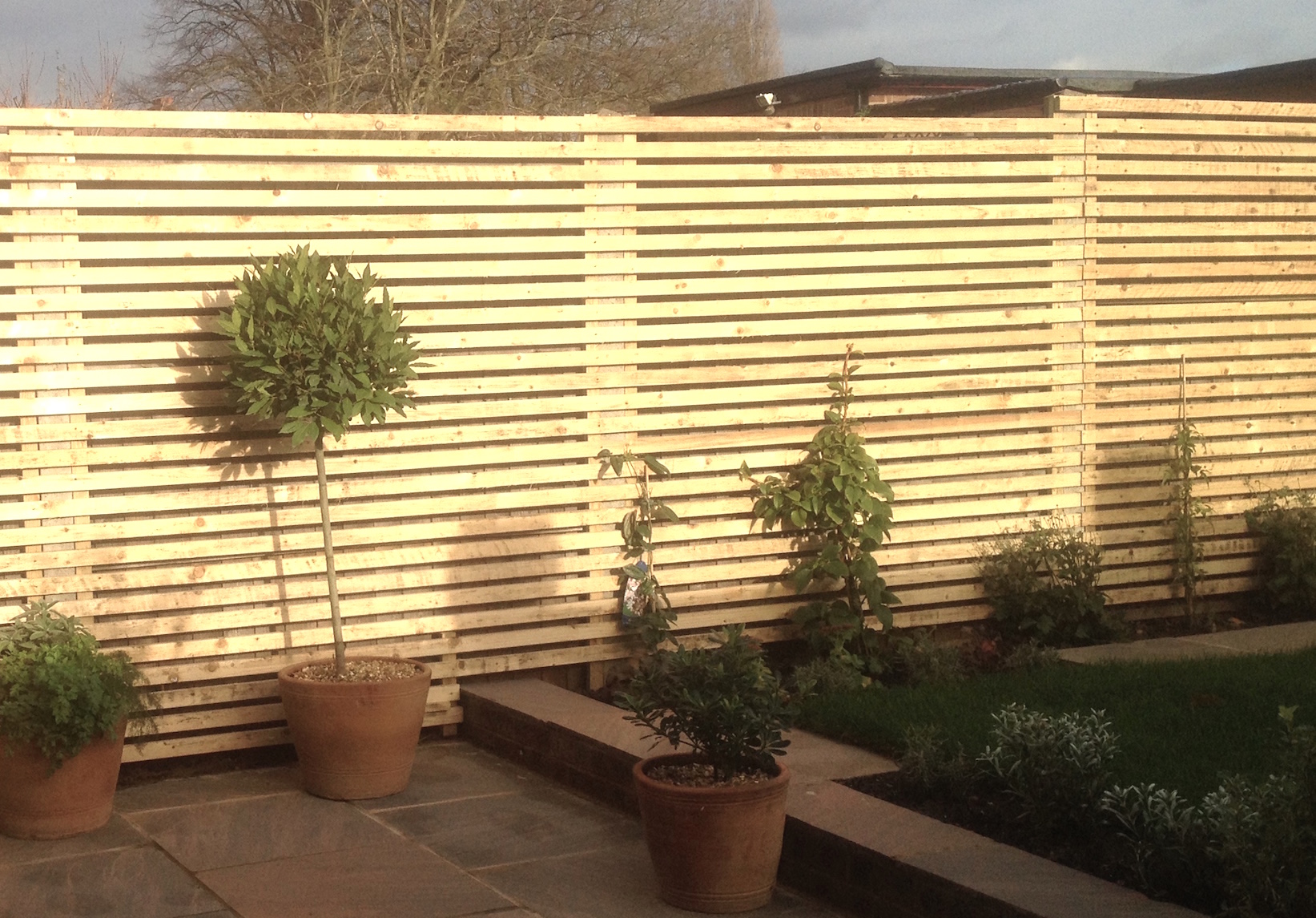 Slatted trellis screening
