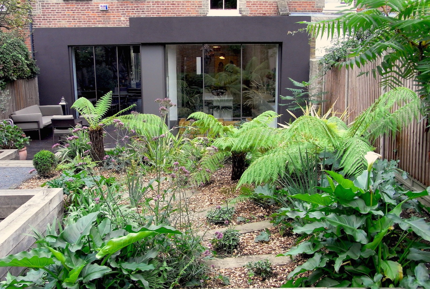 Blog brightling garden designs for Jungle garden design ideas