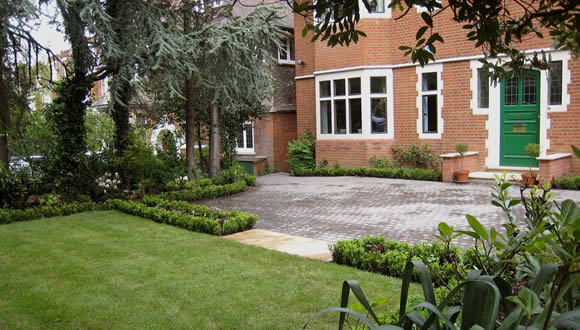 e1-large-driveway-low-box-hedging-garden-design