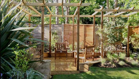 f1-pergola-with-octagonal-decking-garden-design