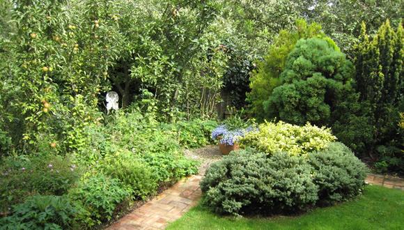 j1-english-cottage-style-garden-design